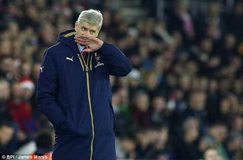 Arsene Wenger đổ lỗi cho trọng tài và đối thủ quá khỏe