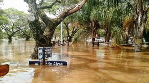 Nước ngập rất sâu tại Concordia ở Argentina - Ảnh: AFP
