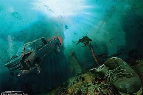 Tượng Chúa cứu thế ở Rio de Janeiro (Brasil) dưới làn nước xanh thẳm