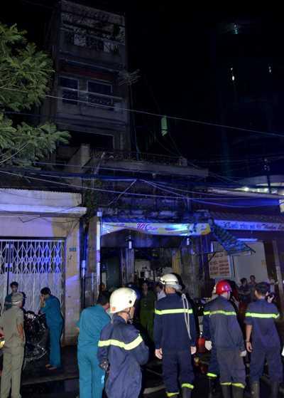 Căn nhà 5 tầng nơi xảy ra vụ cháy.
