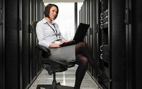 Nghề lập trình máy tính cũng được Forbes xếp vào danh sách những nghề làm thêm mang lại nguồn thu nhập đáng kể: trên 35.000 USD/năm.