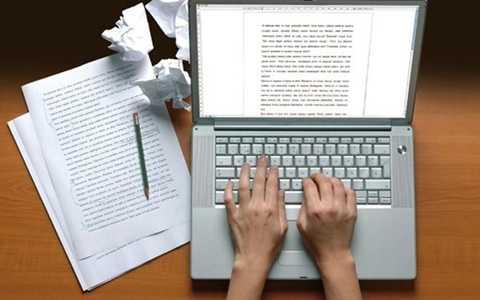 Nếu có khả năng viết lách hoặc ngoại ngữ, bạn có thể kiếm thêm bằng cách làm cộng tác viên cho các báo hoặc dịch tài liệu. Nghề này có thể mang lại nguồn thu đáng kể: gần 27.000 USD/năm.