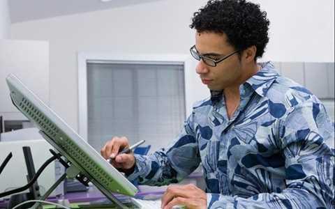 Thiết kế đồ họa là nghề có thể kiếm thêm việc làm bán thời gian dễ dàng với mức lương ổn định khoảng 21.000 USD.