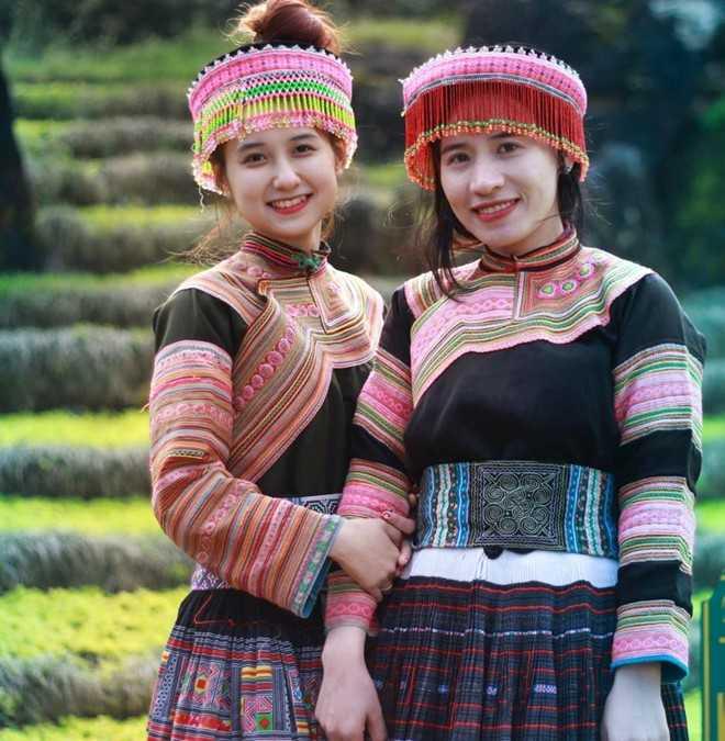 Quyên cùng người bạn thân trong chuyến du lịch đến Sapa (Lào Cai). Ảnh: NVCC.