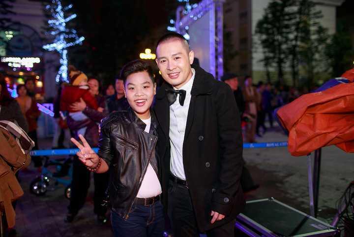 """Á Quân """"Giọng hát Việt nhí"""" 2015 cũng bất ngờ gặp 2 ca sĩ đàn anh, đàn chị trong nghề là Hoàng Hải và Văn Mai Hương."""