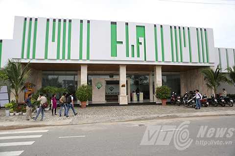 Cổ đông của Công ty Tuệ Dân chủ Showroom H.A (số 148 Xuân Thủy, Đà Nẵng) từ chối phục vụ khách Việt là hộ khó khăn