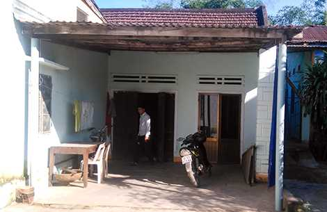 Loan là con gái đầu của vợ chồng ông Trần Binh (52 tuổi, thôn Phú Đông, xã Đại Hiệp, Đại Lộc, Quảng Nam), gia đình ông Binh thuộc diện khó khăn