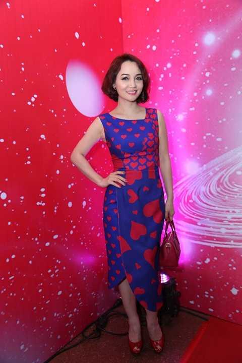 Mai Thu Huyền nổi bật với chiếc váy có họa tiết hình trái tim của NTK Đỗ Mạnh Cường