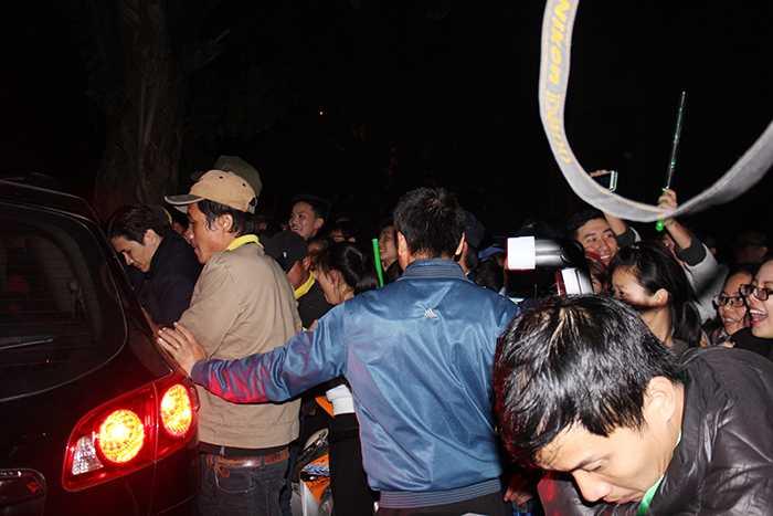 Sinh viên chen lấn, xô đẩy khi Sơn tùng M-TP ra về.