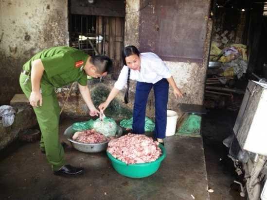 Một cơ sở sơ chế bì mỡ lợn bẩn tại Đan Phượng, Hà Nội