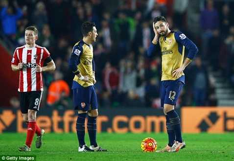 Arsenal vừa thảm bại 4 bàn trước Southampton