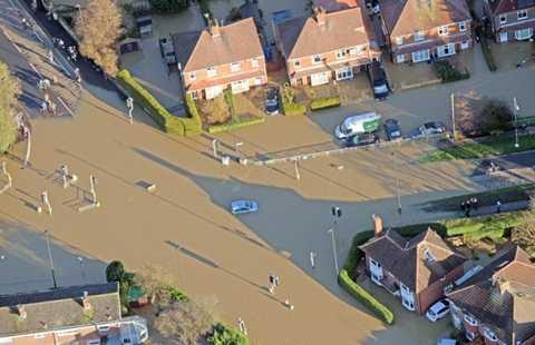 Đường phố York thành sông sau mưa - Ảnh: SWNS