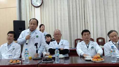 Những bác sỹ tham gia phẫu thuật cho bà Chài.