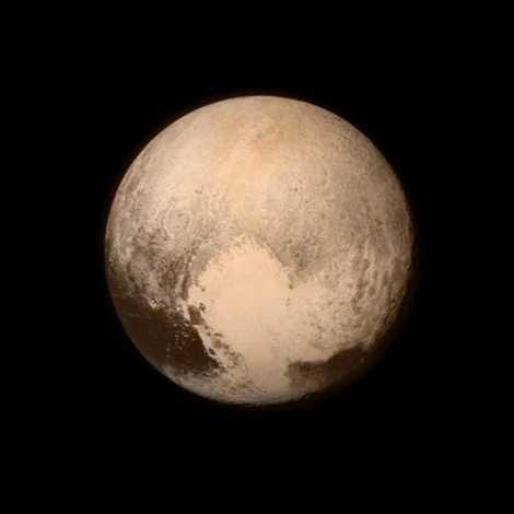 Khu vực được đặt tên là Vùng trái tim chiếm một phần lớn diện tích bề mặt Diêm Vương với chiều dài xấp xỉ 1.600km do tàu vũ trụ New Horizons chụp