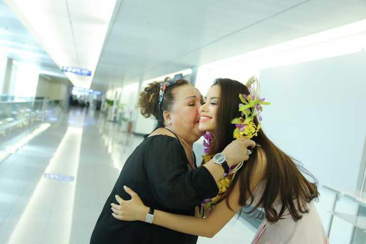 Hoa hậu Phạm Hương đã chính thức trở về Việt Nam sau hơn 20 ngày tham dự cuộc thi Hoa hậu Hoàn vũ 2015 tại Mỹ.