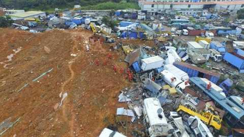 Hiện trường vụ lở đất ở Thâm Quyến - Ảnh: Reuters