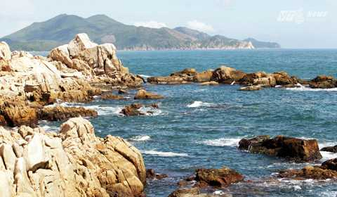 Đến Phú Yên, tới thăm Ghềnh Đá Đĩa mà không bước sang Ghềnh Đèn là một sự lãng phí vô cùng.