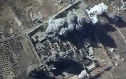 Một mục tiêu IS bị Không quân Nga không kích. Ảnh Reuters