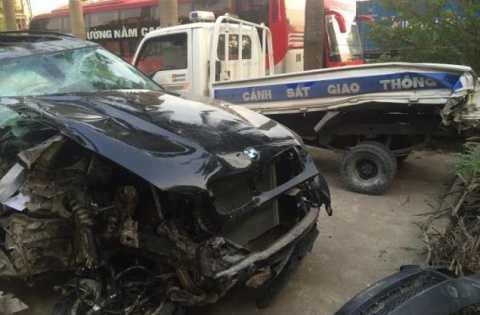 Chiếc BMW đâm thẳng vào xe CSGT tỉnh Hưng Yên vào tối 19/12
