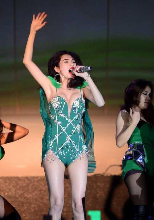 Thủy Tiên cho biết trang phục cô lựa chọn phù hợp với tiếu chí của lễ hội âm nhạc mà cô tham gia