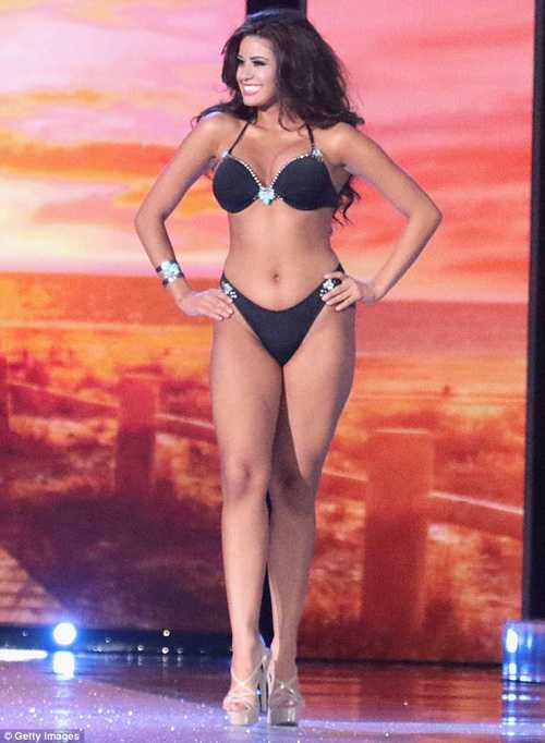 Destiny Velez trong phần thi bikini ở cuộc thi Hoa hậu Puerto Rico 2015...