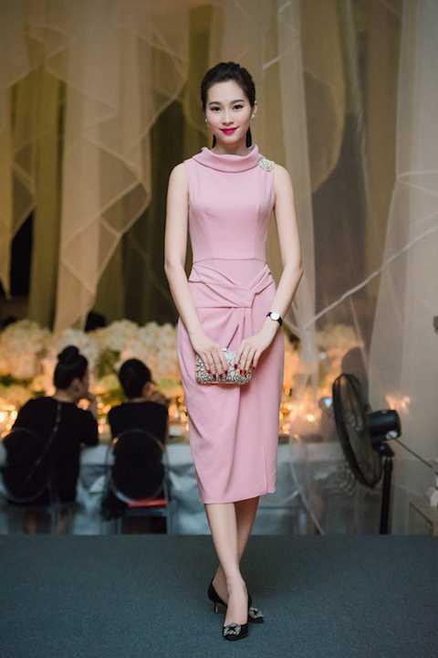 Vẻ đẹp mong manh, ngọt ngào, quê các của Hoa hậu Đặng Thu Thảo.