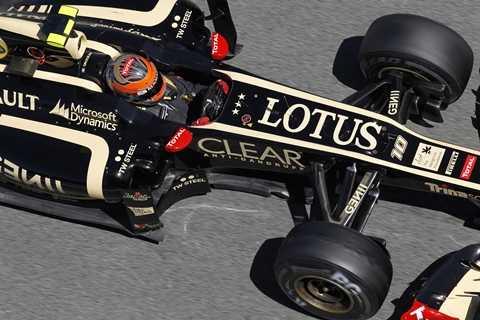 Đội đua Lotus F1 được bán cho Renault với giá 1 bảng Anh