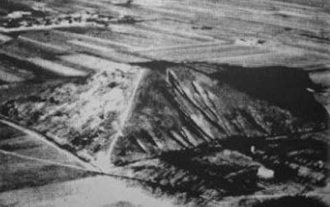 Bức ảnh Kim tự tháp Tây An do Sheahan chụp, được công bố trên tờ New York Times năm 1947.