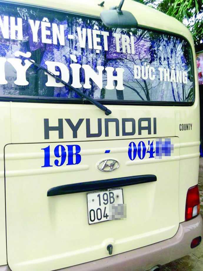 Xe khách có nạn nhân bị côn đồ cầm kim tiêm trấn tiền