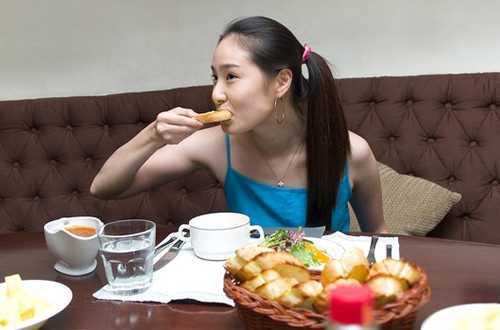 Thói quen ăn uống của chúng ta khiến ruột già