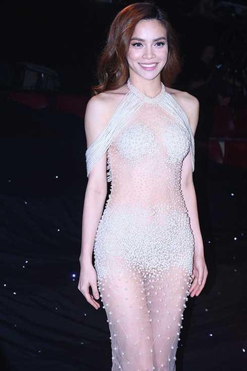Mới đây nhất, Hồ Ngọc hà vừa gây 'sốc' khi diện đầm đính ngọc trai 'mặc như không mặc' tại đêm Chung kết Siêu mẫu 2015.