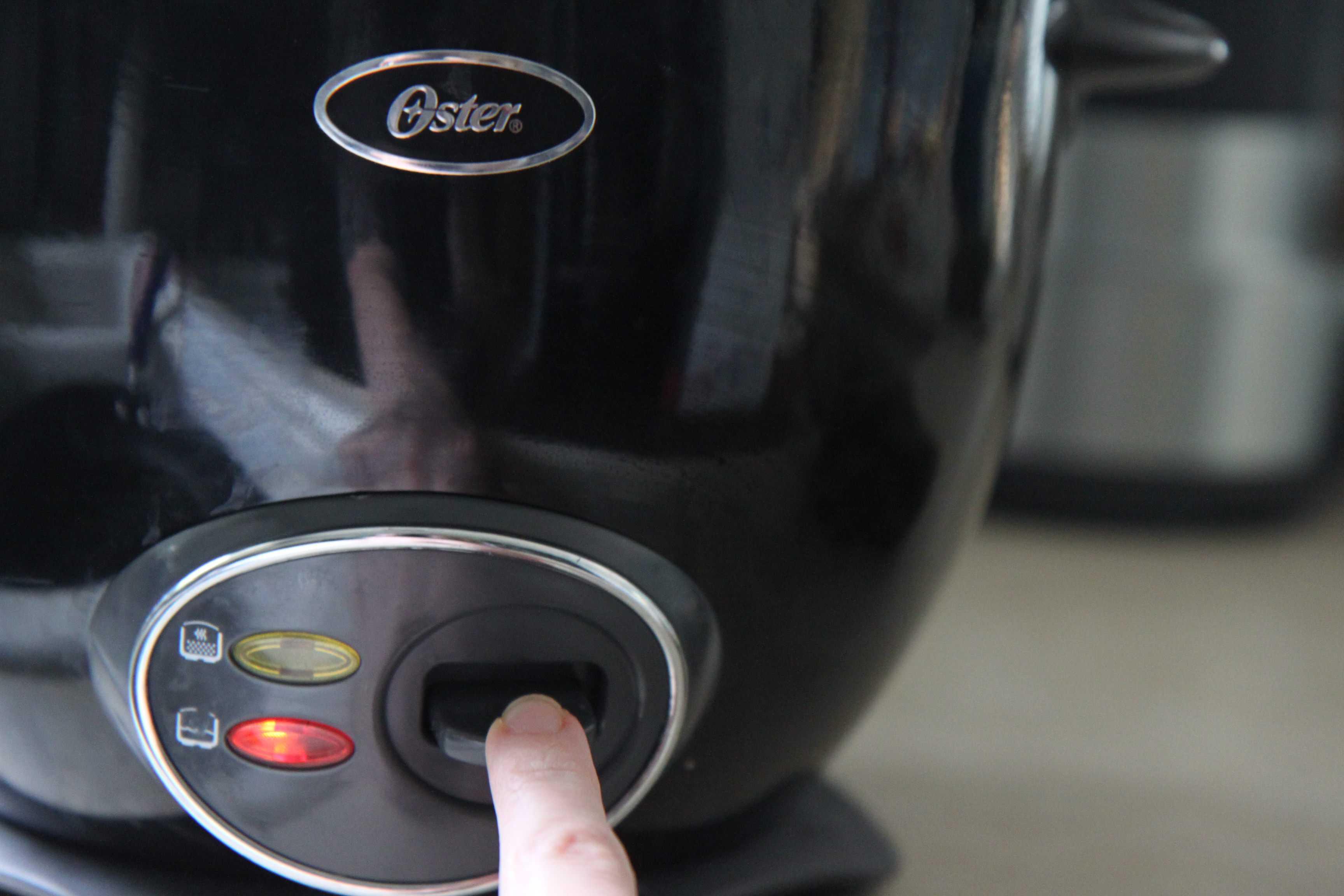 Cho dầu ăn và bơ vào nồi và chuyển sang chế độ Cook.