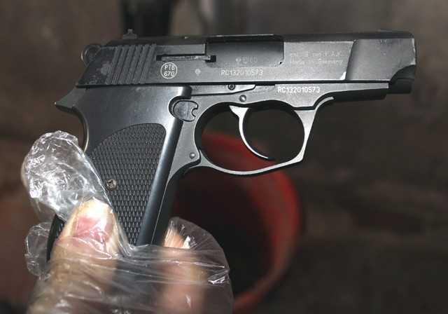 Người dân nghe thấy tiếng súng nổ phát ra từ nhà bí thư huyện ủy Đức Hòa - Long An (Ảnh minh họa)
