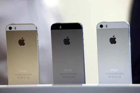 Nhiều model iPhone cũ vẫn được giới buôn nhập về Việt Nam.