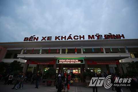 Chiều 31/12, rất nhiều người dân ở Hà Nội đã bắt đầu về quê để nghỉ Tết Dương lịch khiến nhiều tuyến đường rơi vào cảnh ùn tắc.