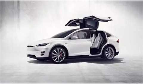 Xe ô tô điện cao cấp đầu tiên trên thế giới. Nó có thể đi 250 dặm chỉ với một lần sạc. Hơn thế, kiểu dáng vô cùng thể thao khiến người dùng chỉ nhìn đã mê.