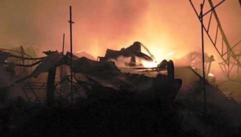 Cháy rực trời lúc nửa đêm.