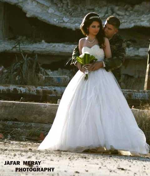 Hình ảnh khiến nhiều người cảm động về đám cưới của đôi uyên ương ở một quốc gia vùng Trung Đông nhiều bất ổn như Syria