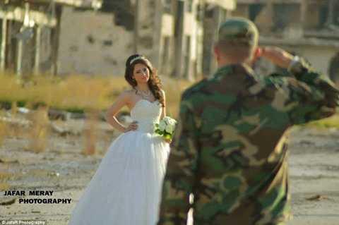 Họ muốn truyền tải thông điệp rằng 'hy vọng vẫn không bị dập tắt và 'tình yêu luôn mạnh hơn chiến tranh'