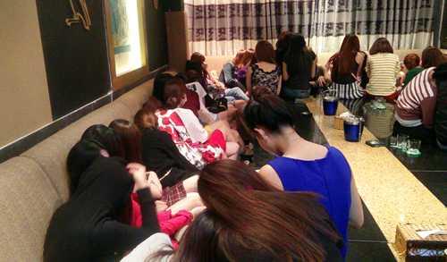 Hơn 60 nữ tiếp viên chuyên phục vụ khách Hàn Quốc