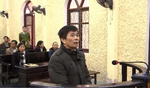 Bị cáo Nguyễn Thành Đoàn trước vành móng ngựa - Ảnh: Đinh Dụng
