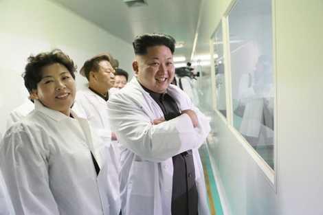 Chủ tịch Triều Tiên thăm nhà máy dược Jongsong