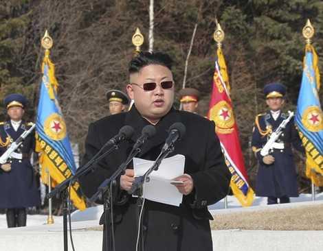 Lãnh đạo trẻ phát biểu trước các quan chức quân đội