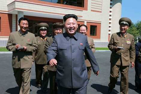 Nụ cười rạng rỡ của ông kim Jong-un khi đi thăm một nhà máy