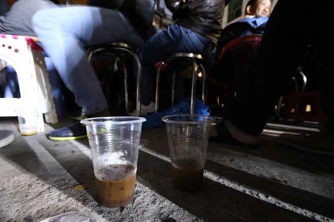 Cà phê là thức uống được nhiều người lựa chọn để thức đêm.