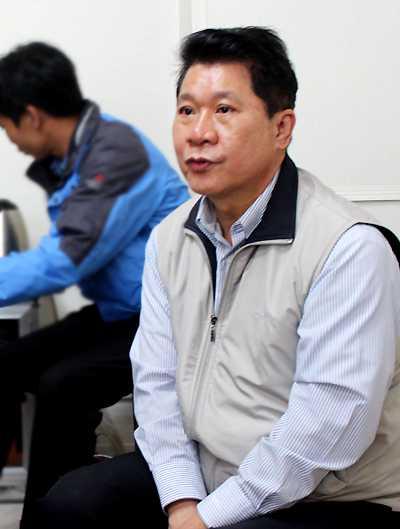 Ông Chuang - chồng cũ bà Hà Thúy Linh, mắt đỏ hoe khi nhắc đến nghi vấn thông tin cho rằng chính ông là kẻ chủ mưu vụ sát hại vợ cũ.