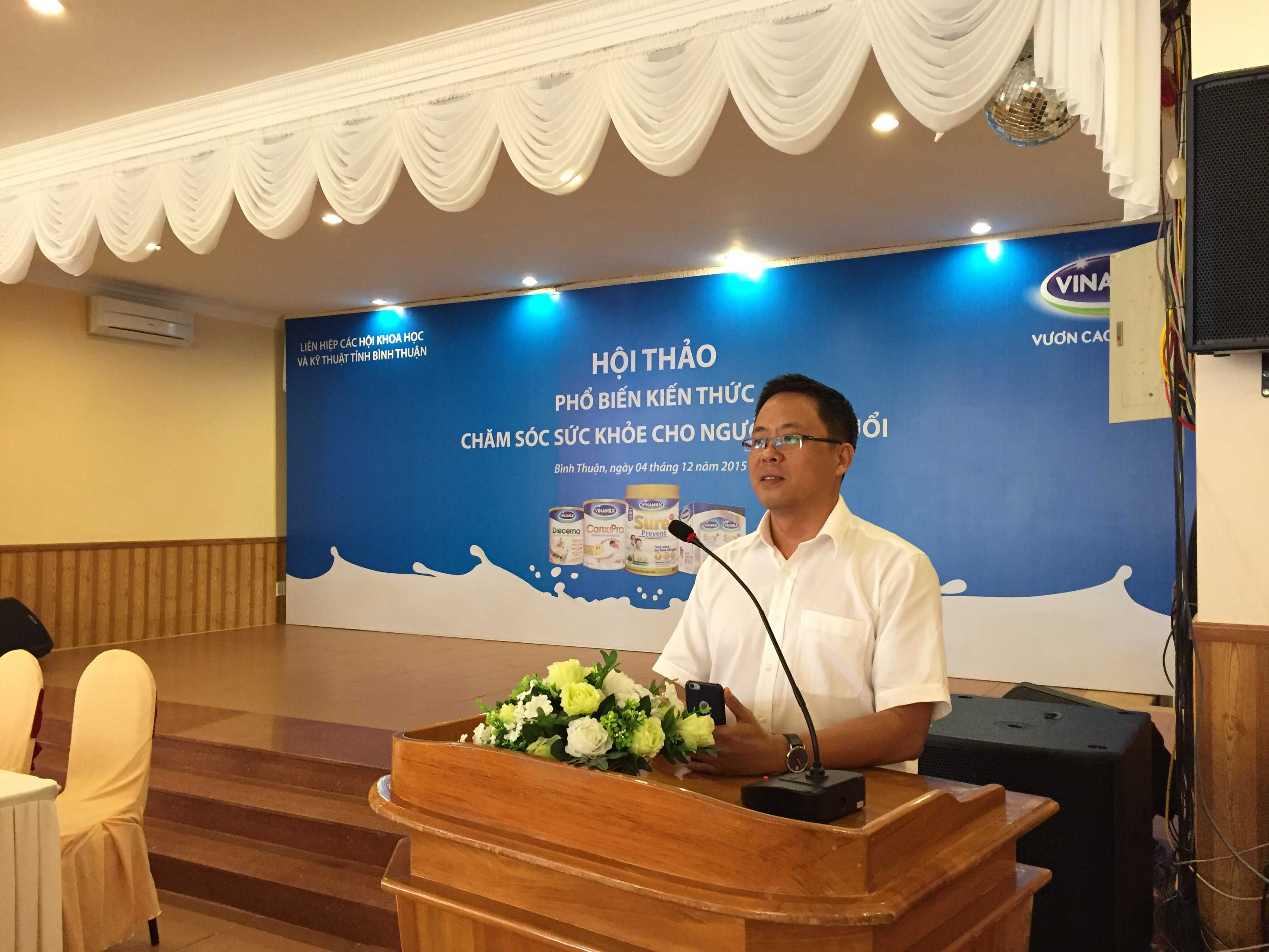 Ông Nguyễn Ngọc Thành, Giám Đốc Kinh Doanh Miền Trung 2 phát biểu tại hội thảo ở Bình Thuận