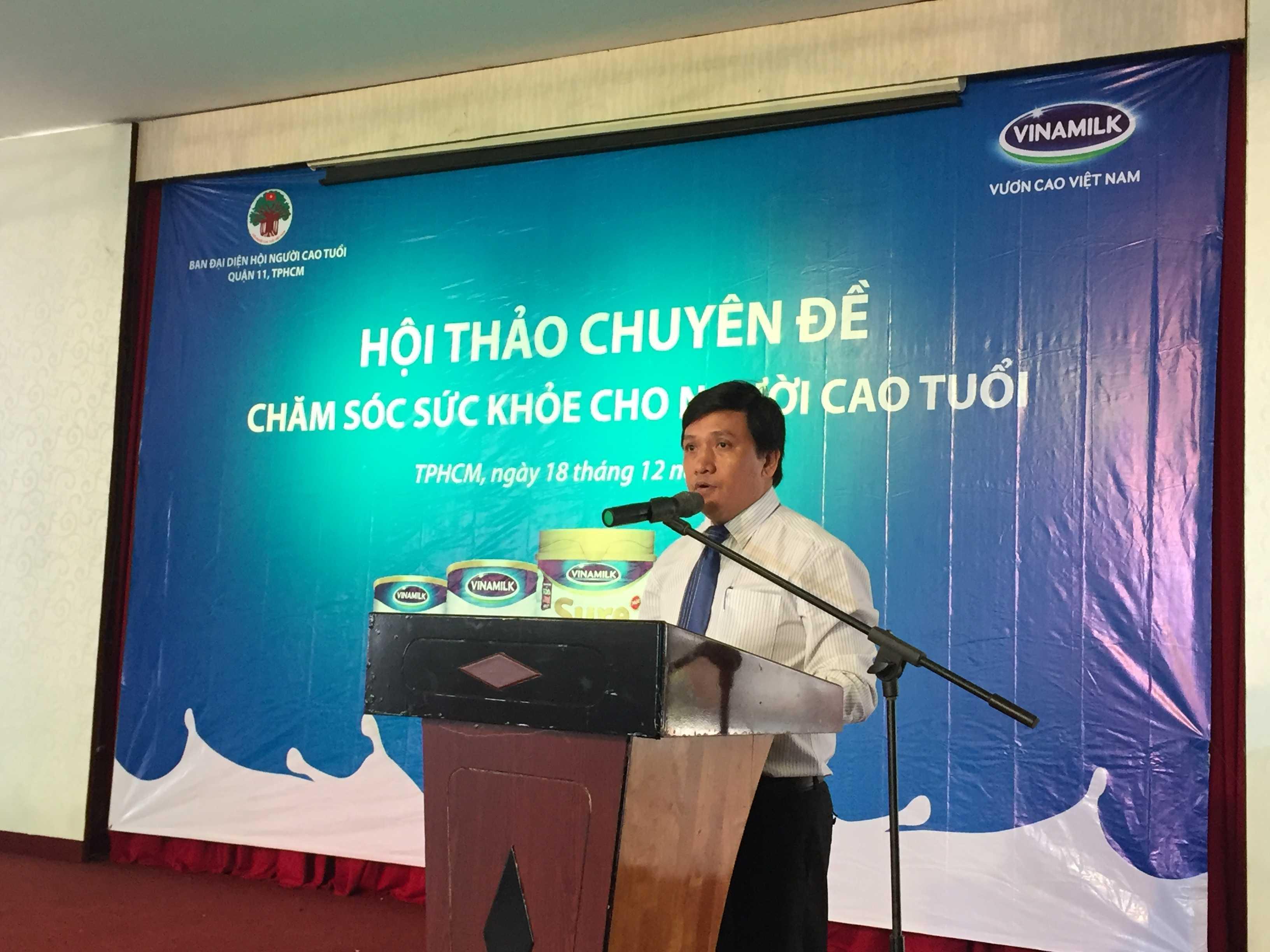 Ông Phan Nguyễn Minh Nhựt, Giám Đốc Kinh Doanh Miền HCM phát biểu tại hội thảo ở Hồ Chí Minh