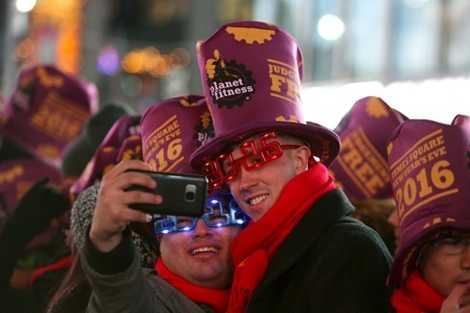 Người dân Mỹ chờ đón năm mới ở Quảng trường Thời đại, New York