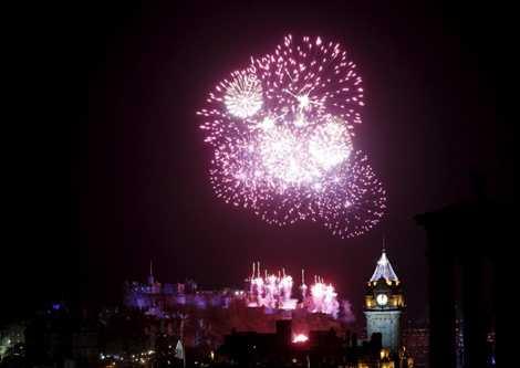 Năm mới được chào đón ở Edinburgh, Scotland